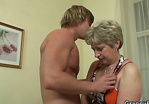 He fucks her old pussy on the couch