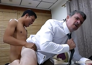 Daddy and Asian Twink Think the world of Bareback