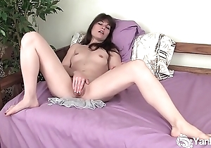 Yanks Beauty Indica James Pleases Her Pussy