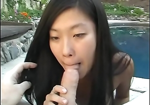 YOung Thai gives a smooth head on the pool