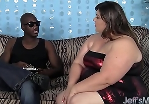 Fat ass Bella Bendz loves fat black cock