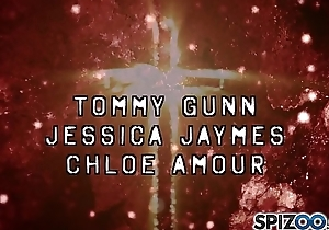 Tommy Gunn beat Jessica Jaymes pussy up from every angle and Chloe