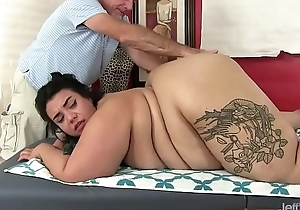 Fat ass Mia Riley dildo sex massage